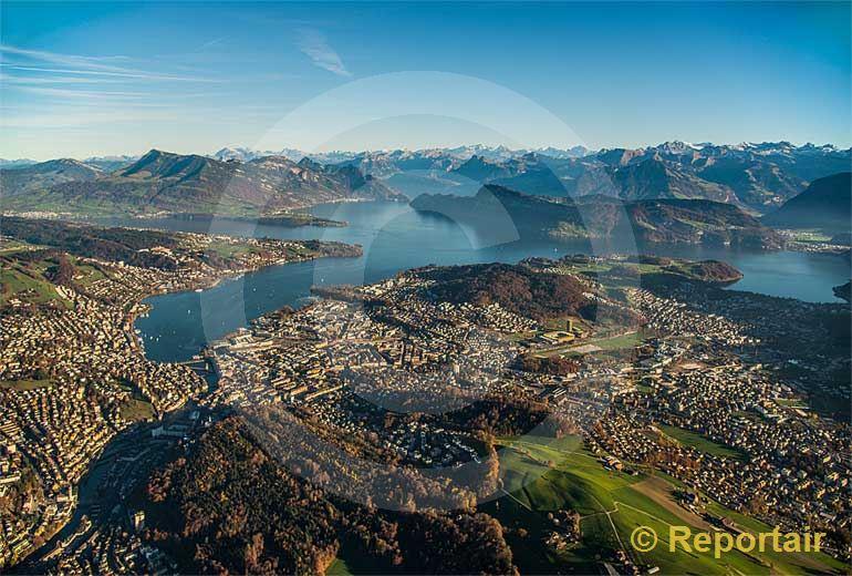 Foto: Luzern im Abendlicht. (Luftaufnahme von Niklaus Wächter)