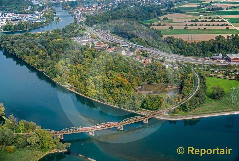 Foto: Die Aarebrücke bei Koblenz AG. (Luftaufnahme von Niklaus Wächter)