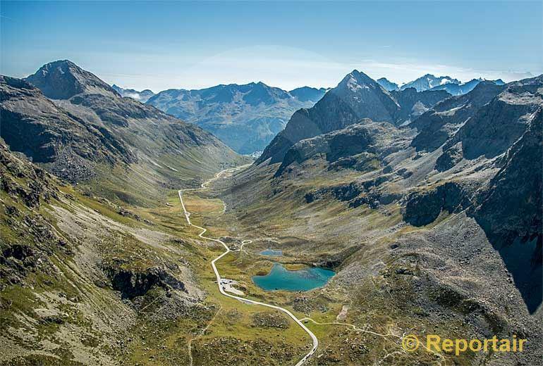 Foto: Der Julierpass bei St. Moritz (GR).. (Luftaufnahme von Niklaus Wächter)