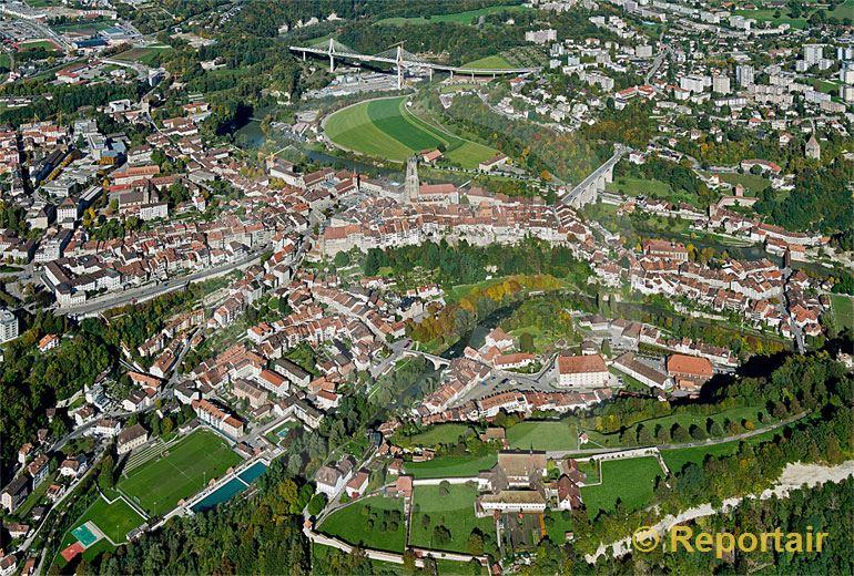 Foto: Fribourg oder Freiburg ist der Hauptort des Saanebezirks und des Kantons Freiburg.. (Luftaufnahme von Niklaus Wächter)