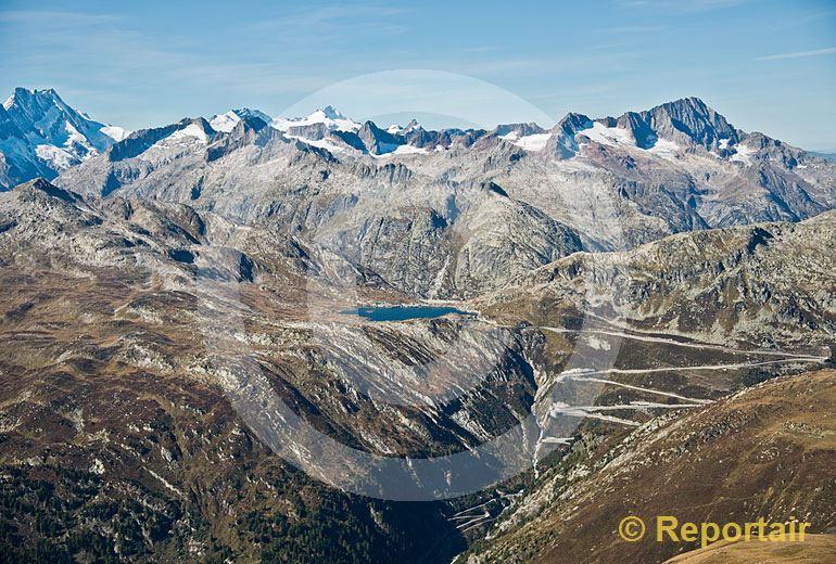 Foto: Der Grimselpass von Süden her gesehen. (Luftaufnahme von Niklaus Wächter)