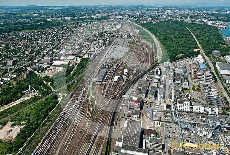Foto: In Muttenz (BL) befindet sich einer der grössten Rangierbahnhöfe Europas, der  Rangierbahnhof Basel SBB RB. (Luftaufnahme von Niklaus Wächter)