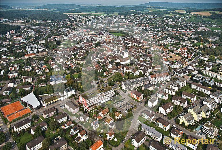 Foto: Bülach (ZH). (Luftaufnahme von Niklaus Wächter)