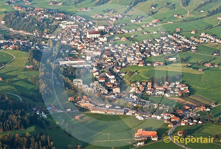 Foto: Schuepfheim im Entlebuch (LU). (Luftaufnahme von Niklaus Wächter)