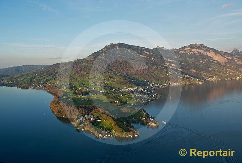 Foto: Die Rigi mit der Landzunge Hertenstein im Vordergrund.. (Luftaufnahme von Niklaus Wächter)