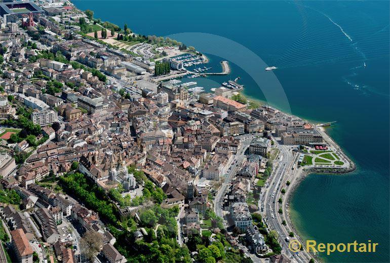 Foto: Neuchatel mit seiner Altstadt.. (Luftaufnahme von Niklaus Wächter)