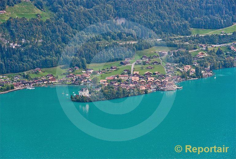 Foto: Iseltwald am Brienzersee mit seiner auffälligen Wasserfarbe.. (Luftaufnahme von Niklaus Wächter)