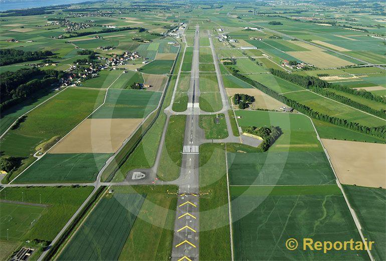 Foto: Flugplatz Payerne. (Luftaufnahme von Niklaus Wächter)