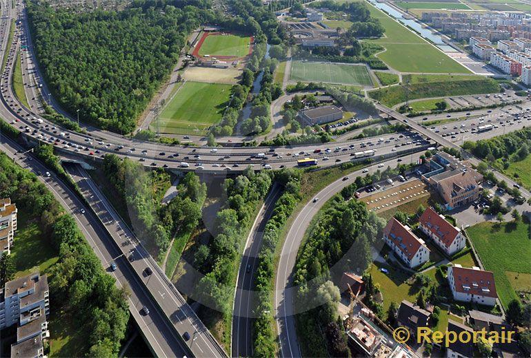Foto: Autobahn-Dreieck bei Opfikon ZH. (Luftaufnahme von Niklaus Wächter)