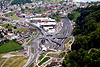 Foto 492: Autobahn-Anschluss bei Horw LU mit Kreisel und Einkaufszentrum im  Jahr 2004.