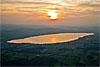 Foto 273: Golden leuchtet der Sempachersee in der Abendsonne..