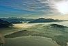 Foto 139: Herbststimmung uber dem Zugersee im Vordergrund und der Alpenkette mit dem Pilatus.