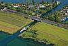 Foto 142: Der Raddampfer Stadt Zürich gleitet durch den Kanal bei Hurden SZ.