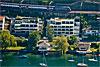 Foto 511: Wohnhäuser am See..