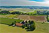 Foto 36: Bauernhof an der .Ue.berlandstrasse beim Flughafen Zürich-Kloten.