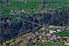 Foto 68: Eine 320 Meter lange Panorama-Hängebrücke über ein Bachtobel verbindet Sigriswil BE mit dem Nachbarort.