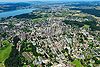 Foto 76: Die Stadt Uster mit dem Greifensee im Hintergrund.