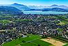 Foto 78: Baar ZG mit der Stadt Zug und dem Zugersee im Hintergrund.