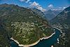 Foto 118: An einem steilen Berghang über dem Lago die Vogorno liegt Mergoscia TI.