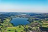 Foto 152: Das Luzerner Seetal mit Baldeggersee im Vordergrund und Hallwilersee.