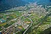 Foto 180: Zersiedelung und Verkehrsströme prägen die Magadinoebene unterhalb von Bellinzona (TI).