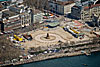 Foto 345: Der Bellevueplatz in Zürich wird neu gepflastert. Zuvor aber wird noch der traditionelle Böög verbrannt. Er steht schon auf dem Scheiterhaufen...